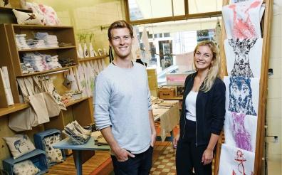 Mann und Frau im Laden